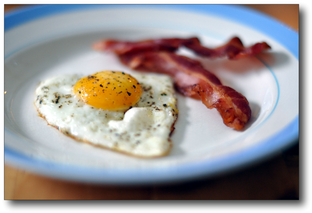 Breakfast Foods for Fat Loss - bacon and eggs